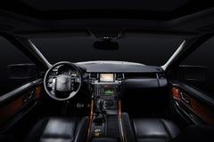Couro luxuoso interior, fundo preto do carro do estúdio fotografia de stock