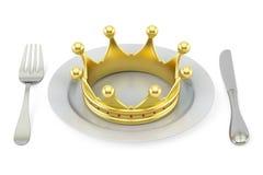 Couronne d'or d'un plat avec la fourchette et le couteau Conce royal de cuisine Photographie stock