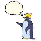 couronne de port de pingouin de bande dessinée avec la bulle de pensée Photos libres de droits