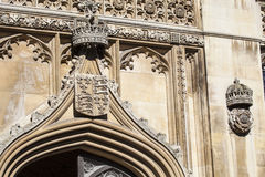 Couronne et Tudor Rose royaux chez College du Roi photographie stock libre de droits