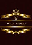 Couronnez au-dessus des rubans d'or et du joyeux anniversaire Image libre de droits