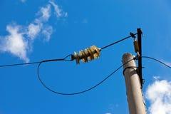 Courrier de courant électrique avec le fil Photos stock