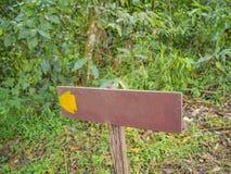 Courrier de guide en montagne de Khao Luang en parc national de Ramkhamhaeng image libre de droits