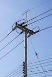 Courrier de l'électricité et connexions illégales de l'électricité Photos stock