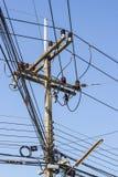 Courrier de l'électricité et connexions illégales de l'électricité Image libre de droits