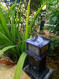 Courrier de lampe dans le jardin photo stock