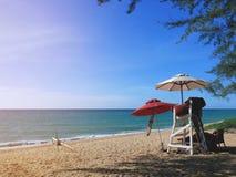 Courrier de maître nageur sur la plage de Phuket dans la fin de l'après-midi Images stock