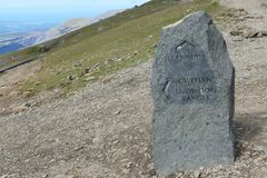 Courrier de marqueur de Snowdon montrant le chemin de garde forestière de Llanberis et de Snowdon photo libre de droits