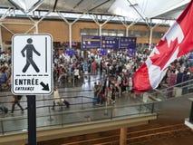 Courrier de signe d'entrée à l'aéroport canadien photographie stock libre de droits