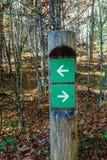 Courrier de signe dans les bois Image stock