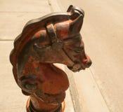 Courrier s'accrochant de tête de cheval de fonte photos stock