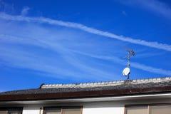 Courrier TV par câble sur le toit Images libres de droits