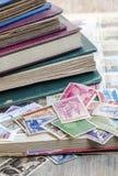 Courrier utilisé de timbres photographie stock