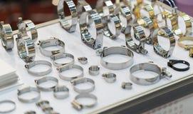 Courroie de tuyau en métal et d'alliage photos libres de droits