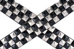 Courroie en cuir noire avec des goujons de chrome Image stock