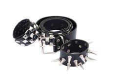 Courroie en cuir noire avec des goujons de chrome photos libres de droits