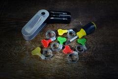 Courroie en métal avec la poignée de couleur pour le tube en caoutchouc et le tournevis Images libres de droits