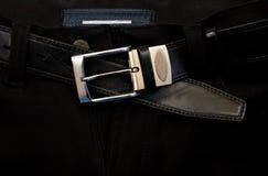 Courroie sur les jeans noirs Photos stock