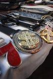 Courroies et boucles au marché photos stock