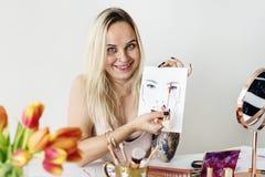 Cours de recodage de maquillage de blogger de beauté photo libre de droits