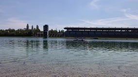 Cours Regattastrecke de régate avec le bateau à rames Oberschleissheim et à Munich Cours de jeu olympique de 1972, Bavière, Allem banque de vidéos