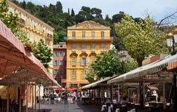 尼斯城市-在Cours Saleya的老大厦 免版税库存图片