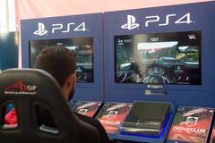 Course avec DriveClub - jeu exclusif pour PS4 Photo stock