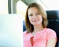Course d'affaires Femme d'affaires occupée Photo stock
