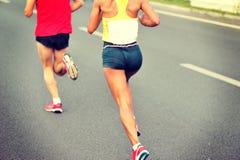 Course d'athlètes de marathon Photo stock