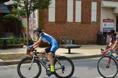 Course de bicyclette bleue du ` s de Plum Festival images stock