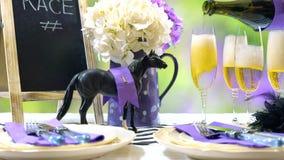 Course de chevaux emballant l'arrangement de table de déjeuner de jour Image stock