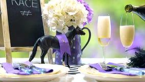 Course de chevaux emballant l'arrangement de table de déjeuner de jour Photo stock