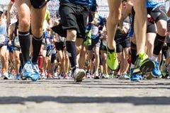 Course de marathon d'heure de départ Images stock