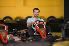 Course de précipitation de Karting de glissières de kart et de sécurité image libre de droits