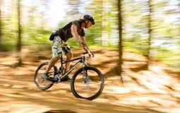 Course de vélo de montagne Photos stock