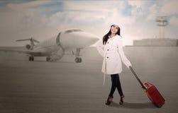 Course de vacances à l'aéroport en hiver Images stock