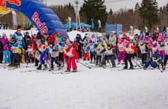 Course 2017 du ` s d'enfants de marathon de ski de Nikolov Perevoz Russialoppet Photographie stock libre de droits