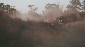 Course extrême de quadruple-vélo de sport banque de vidéos