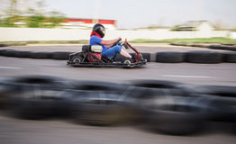 Course karting d'intérieur Photo stock