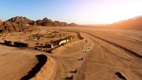 Course sur l'ATV dans le désert Photographie stock libre de droits