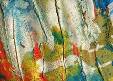 Courses cireuses en pastel argentées blanches de fond et de brosse de taches de rouge bleu, tonalités, taches images libres de droits