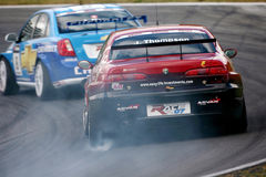 Courses d'automobiles (Alfa Romeo 156, la FIA WTCC) photographie stock libre de droits