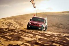 Courses d'automobiles dans le ¼ Œchina de desertï Image libre de droits