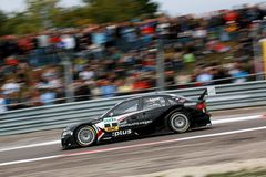 Courses d'automobiles (Timo Scheider, DTMrace) Photo libre de droits
