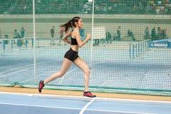 Courses d'intérieur de tentative de disque d'athlétisme Images libres de droits