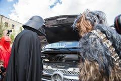 Courses de Darth Vader pour des élections de commandant de Kiev Photos stock