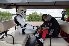 Courses de Darth Vader pour des élections de commandant de Kiev Photographie stock libre de droits