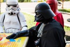 Courses de Darth Vader pour des élections de commandant de Kiev Photographie stock