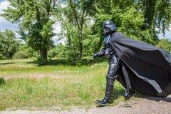 Courses de Darth Vader pour des élections de commandant de Kiev Photos libres de droits