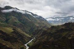 Courses de rivière d'Imnaha par le canyon d'Imnaha avant une tempête Photographie stock